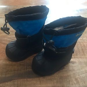 Columbia blue and black snow boots size 5 toddler